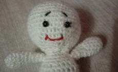 Самый простой способ, как вышить губы вязаной кукле