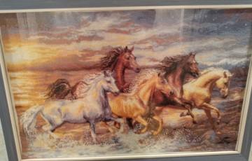 Как выполнить красивую вышивку крестом лошади?