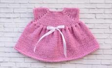 Как вяжется платье для куклы спицами?
