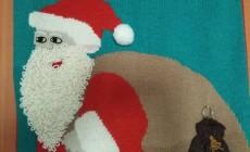 Связала панно с Дедом Морозом, которое достаю каждый Новый год