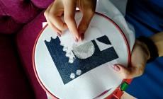 Инструкция, как правильно делается красивая вышивка на скатерти