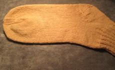 Как связать мужские носки спицами?
