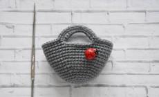 Вяжем сумочку для куклы крючком