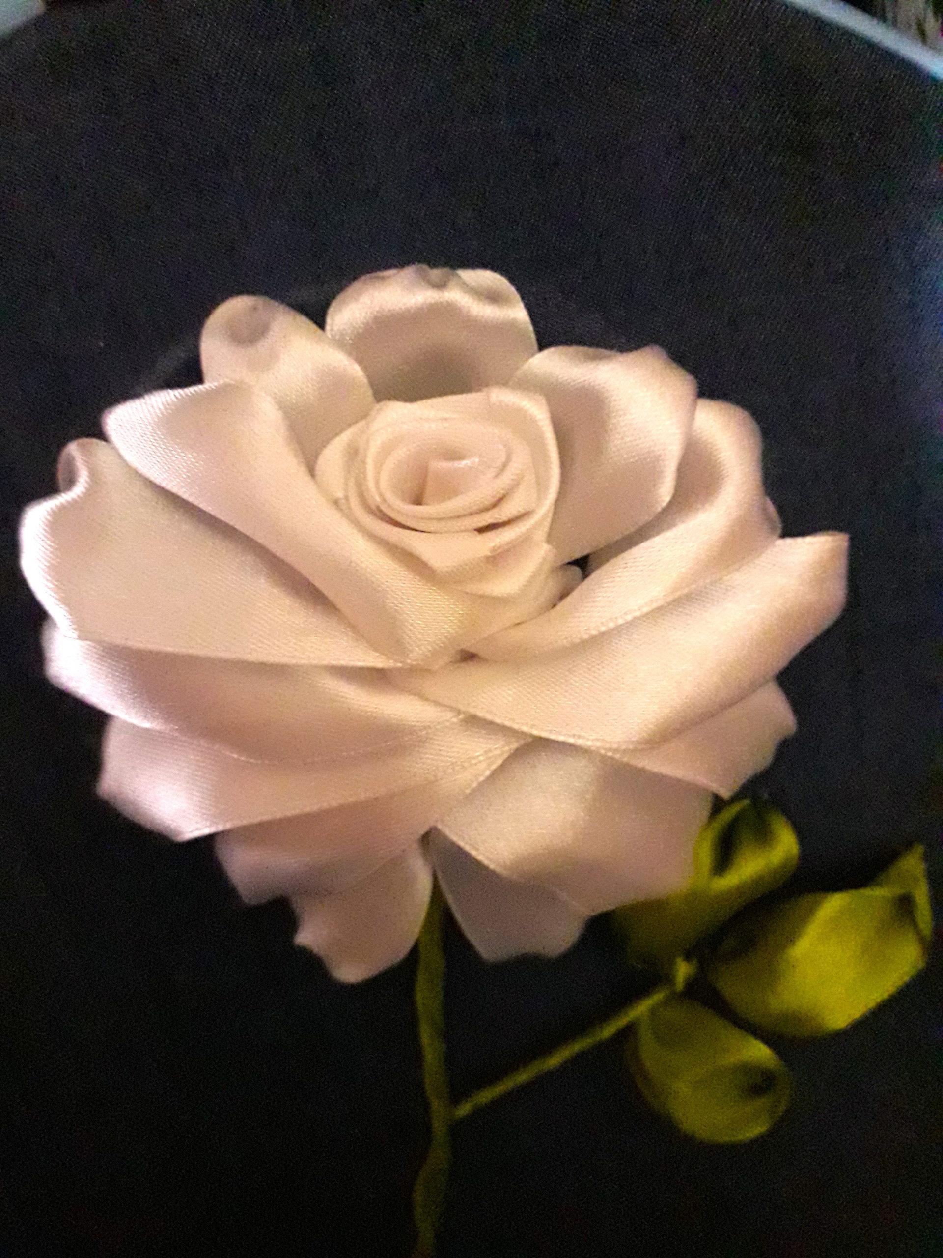 Вышивка лентами розы