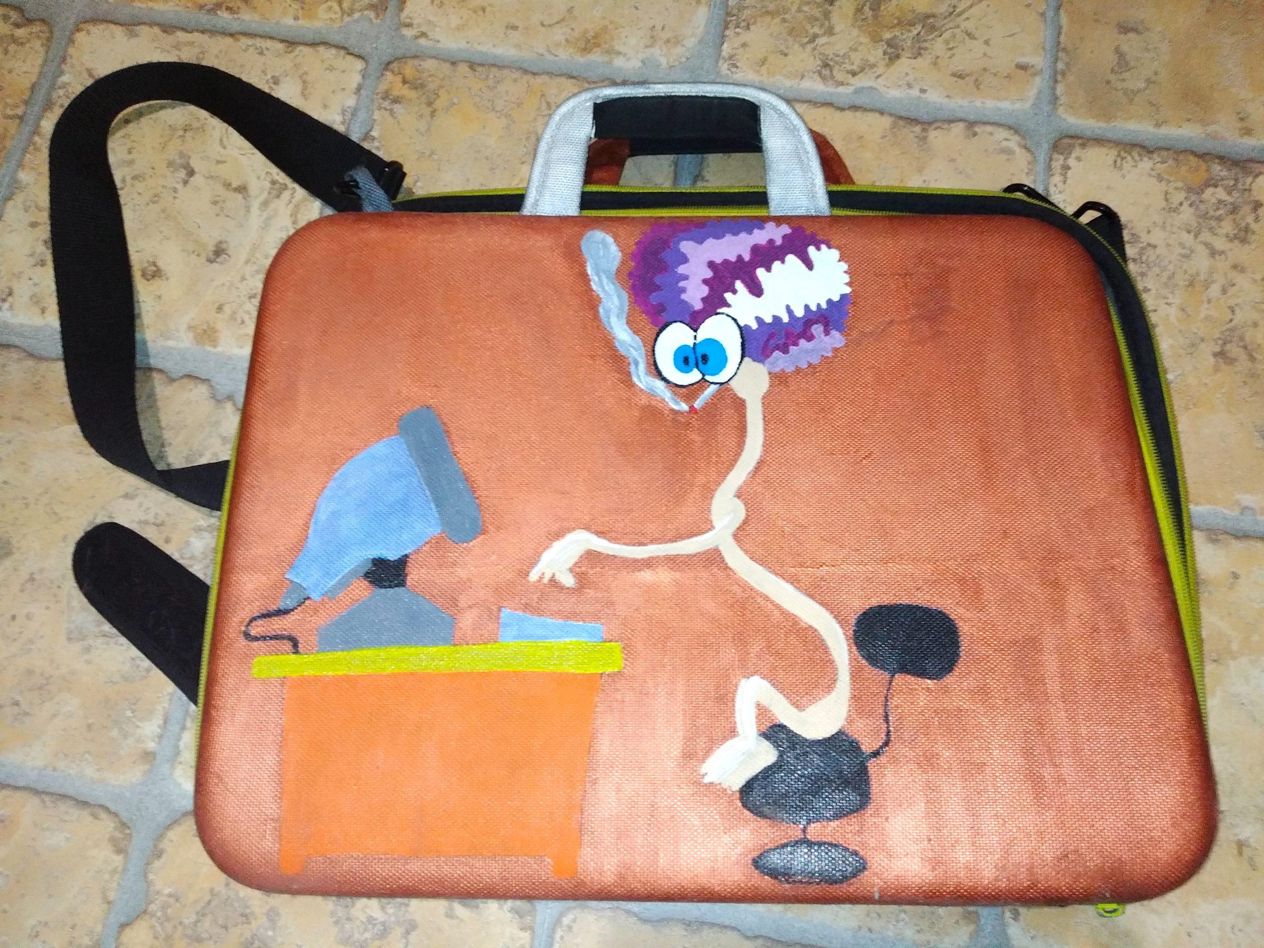 Покрасила сумку для ноутбука