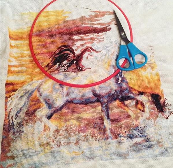 вышивка крестом лошади