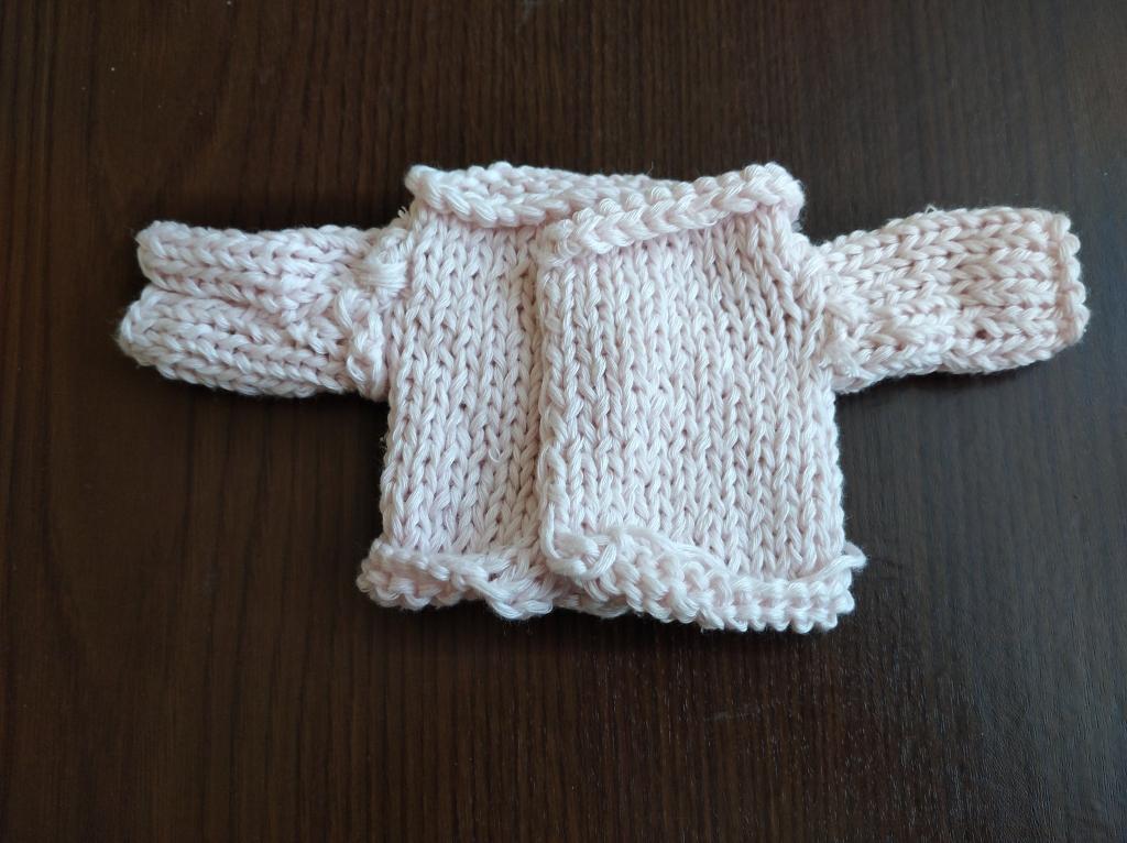 свитер для куклы спицами