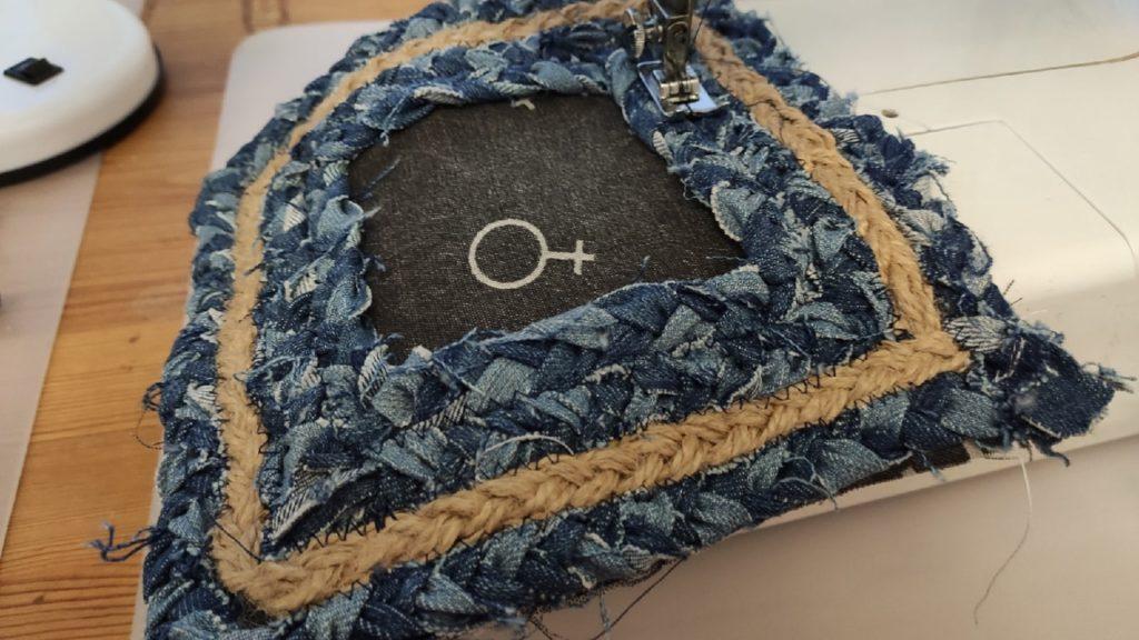 коврик из джинсов