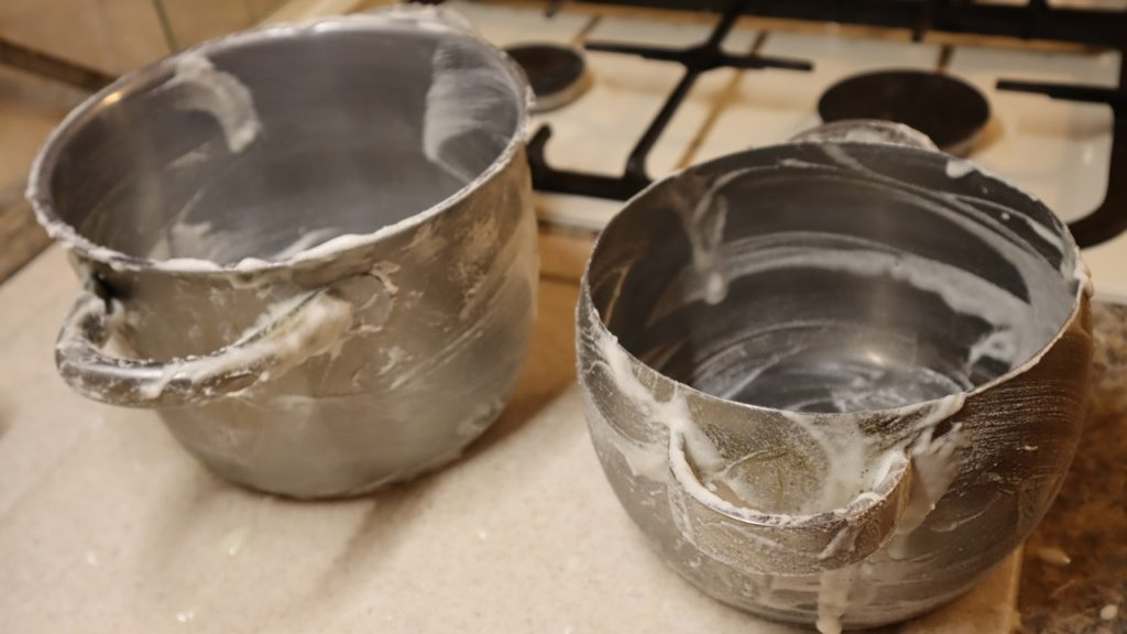 Этот способ чистки посуды заслуживает внимания