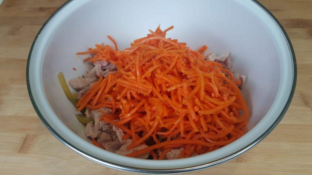 Простой салат из доступных продуктов. На каждый день и на праздничный стол