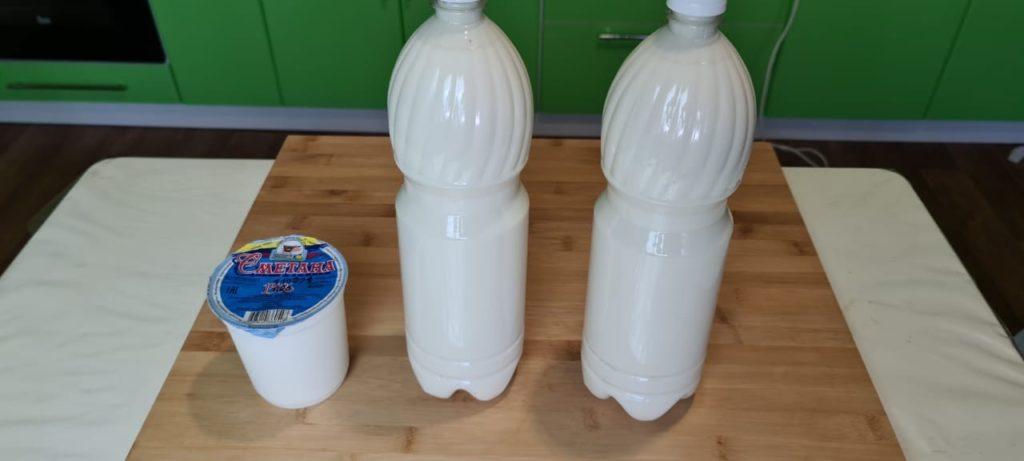 Кислое топленое молоко под пеночкой.