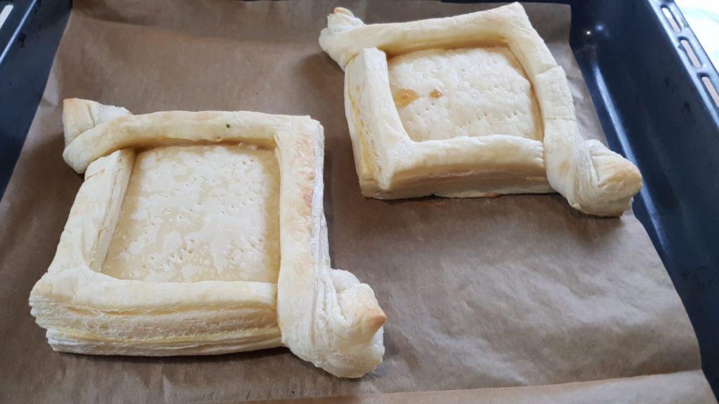 Ленивые хачапури по-аджарски из слоеного теста