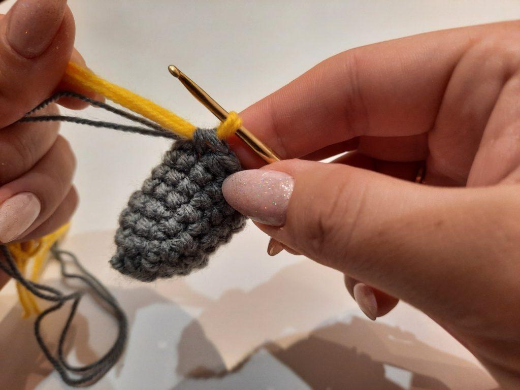 как присоединить нить при вязании крючком