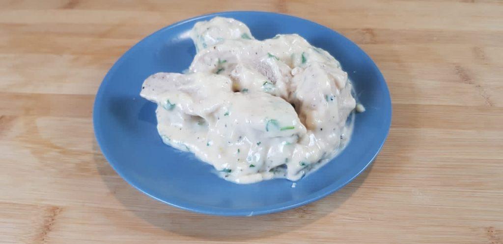 Курица, тушенная с плавленым сыром