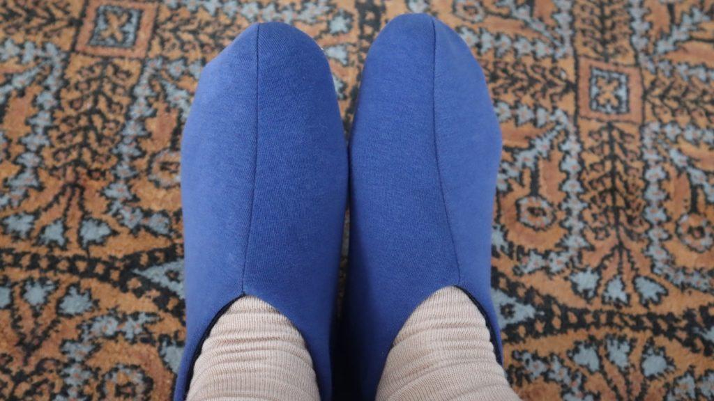 Сшила тапули, ножкам тепло. Ходишь в них как кошечка шагов не слышно