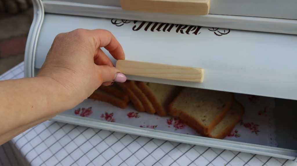 Подруга хотела выкинуть хлебницу из СССР. Но я забрала ее себе, теперь она просит ее назад