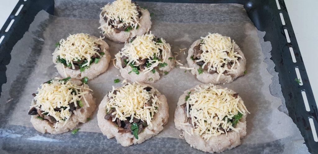 Мясные гнезда из куриного фарша с грибами