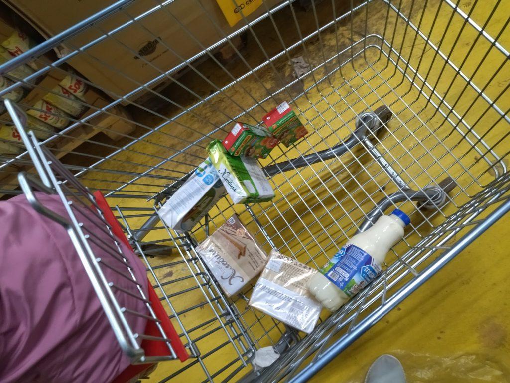Для меня стало слишком дорого ходить в сетевые продуктовые. Взяла 1000 рублей и отправилась в Светофор