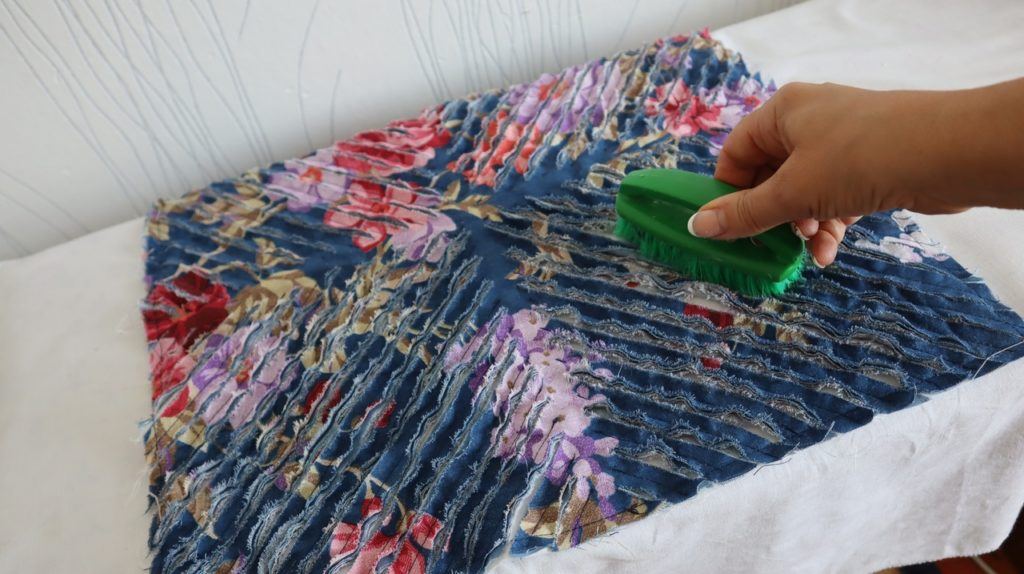 Удивительные возможности хлопковой ткани. Соединила несколько слоев, прострочила и разрезала, результат удивил